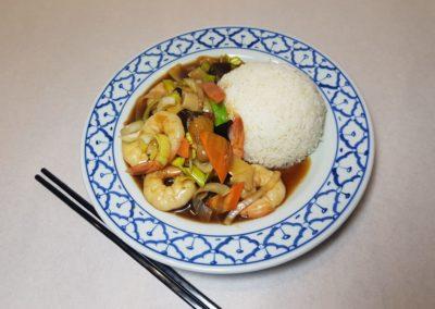 Crevettes aux légumes divers avec riz