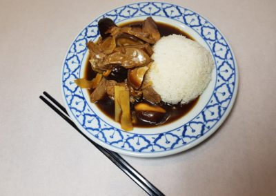 Canard aux champignons et bambou avec riz