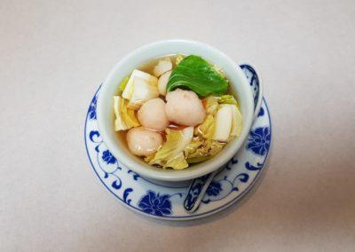 Soupe aux boulettes de crevettes et légumes